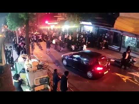 חרדים מפגינים בשטראוס. צילום: מצלמות האבטחה