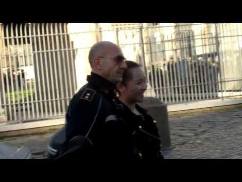 Rome Police on tourist duty -World friendliest police
