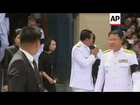 Thai PM pays respects to late king at temple