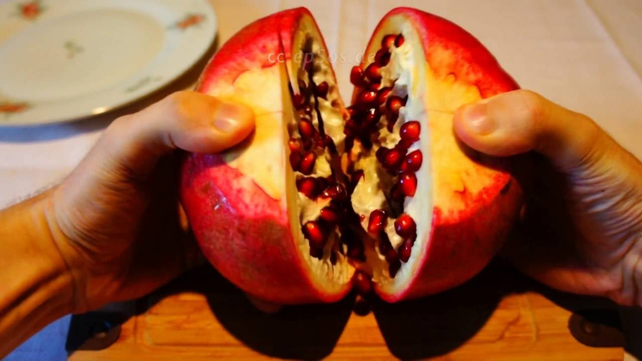 How To Open Giant Pomegranate Properly Youtube