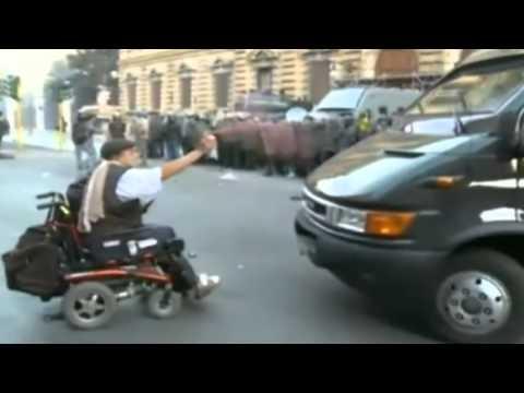 Sedie A Rotelle Roma : Corteo roma manifestante in sedia a rotelle: spray contro mezzo gdf