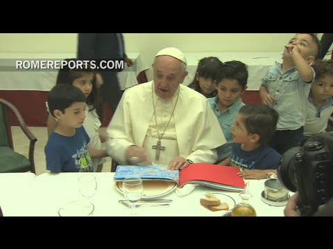 Pope invited 21 Syrian refugees to eat at his home, Santa Marta