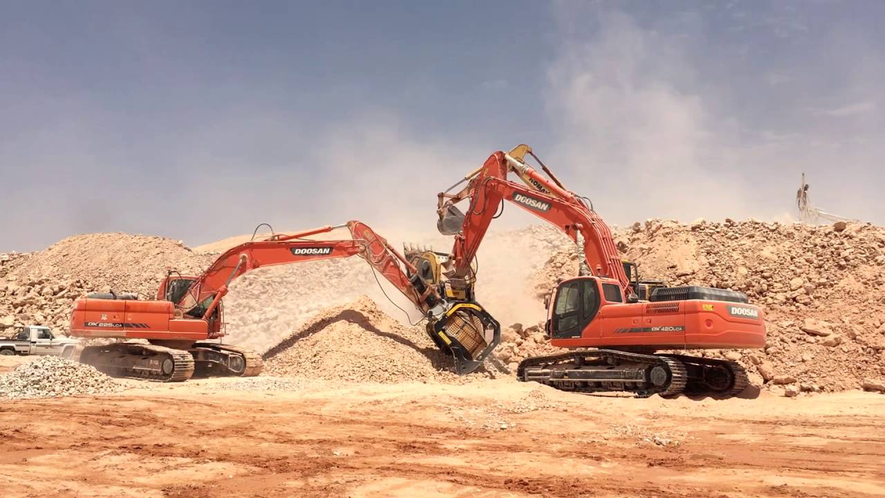 The inexhaustible power of the BF135.8 and the MB-S18 in a big quarry in Saudi Arabia