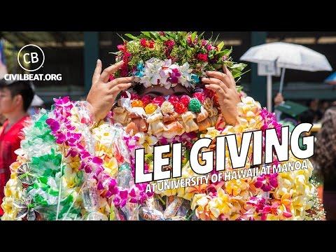 Lei Giving At University of Hawaii At Manoa 2017 Graduation