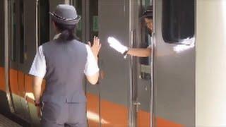中央線の立川 青梅線と南武線の乗換え駅 女性車掌さんが元気 スーパーあずさも来ました thumbnail