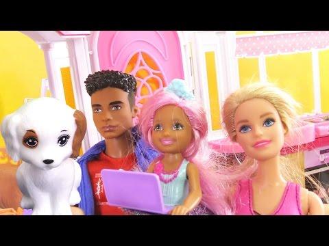 Жизнь #Барби: ЩЕНОК в доме Барби и Кена. Кормим и купаем собачку. Игры Барби для девочек