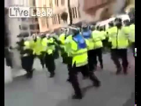 Muslim Mob chases cops from 'No Go' Zones in UK
