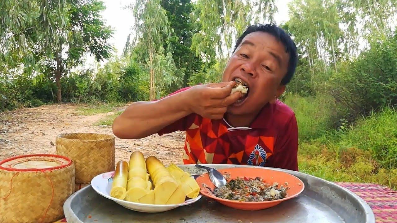 ป่นกบเป็นโต ใส่ผักกะแยงหอม ต้มหน่อไม้ป่า เมนูเด็ดวันนี้คักเลยครับ..