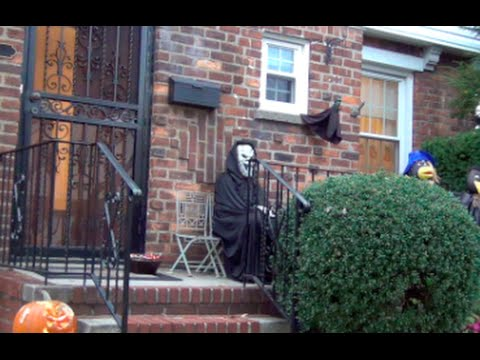 Scaring Kids on Halloween [Halloween Prank]