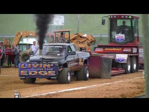 EAST COAST PULLERS 8000lb Pro Stock Diesel 4wds at Fishersville, Va 4-29-2017
