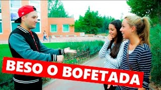 Repeat youtube video BESO O BOFETADA | ADIVINA EN QUE MANO ESTA | JUEGO DE LA MONEDA