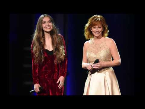Reba McEntire & Lauren Daigle Give Powerful Performance of 'Back To God' at the 2017 ACM Awards