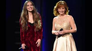 reba mcentire lauren daigle give powerful performance of back to god at the 2017 acm awards