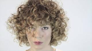 Био-завивка на среднюю длину волос(bianca-lux.ru Биозавивка на мелированные волосы средней длины. Мастер Елена Запара ( технолог по завивке волос..., 2016-04-21T22:41:38.000Z)