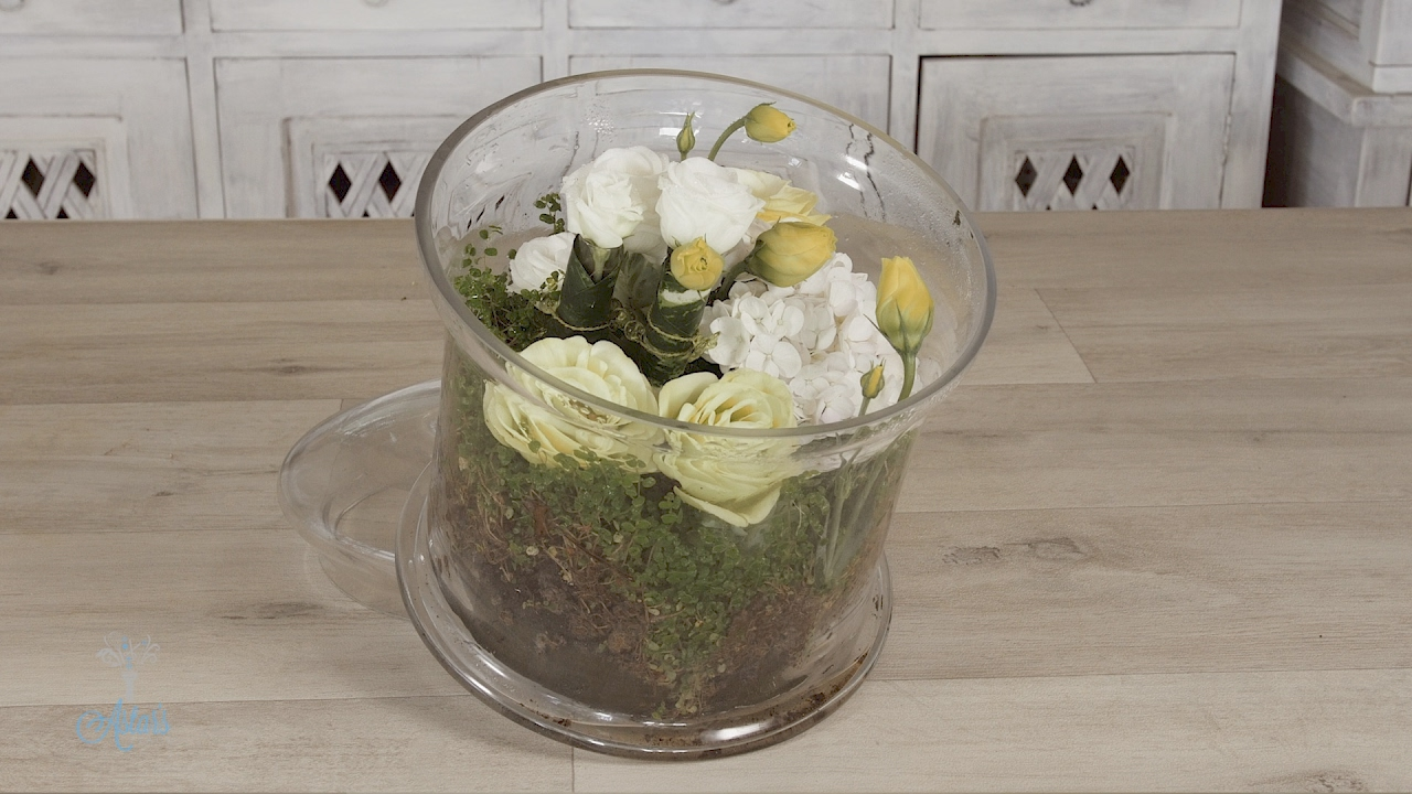 How To Make A Living Terrarium Using Fresh Flowers
