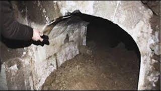 Làm nghề b.ố.c m.ộ, người đàn ông rợn tóc gáy thấy thứ này trong ngôi mộ trăm tuổi