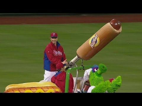 Cole Hamels and Cliff Lee BLITZ the Phillie Phanatic with hot dogs