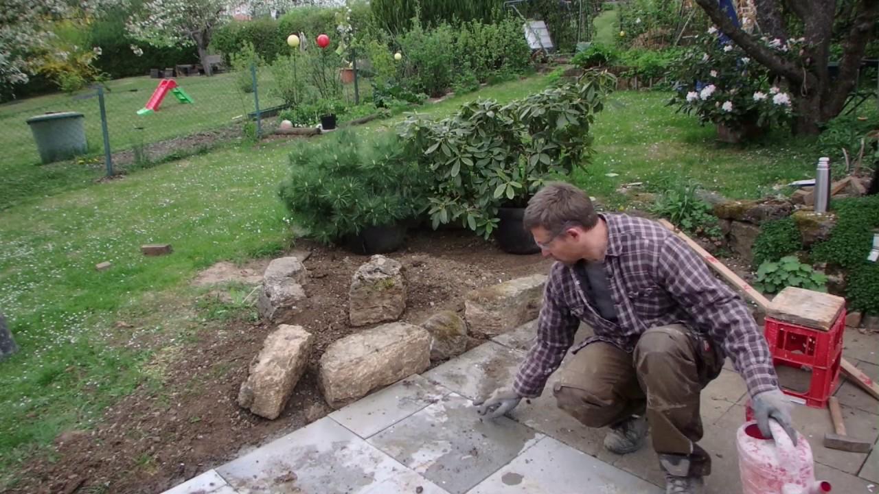 umrandung für beet aus natursteinen selber legen. kalksandstein