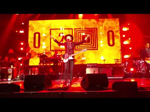 Beck Intro/Devil's Haircut (Live From Toyota Music Factory)