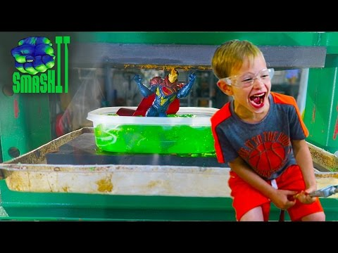 Smash Superman in Kryptonite Jello Crushing things press Superhero Superman Toys SmashIT Family Fun