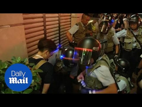 hong-kong-protest:-clashes-break-out-between-police-and-protestors