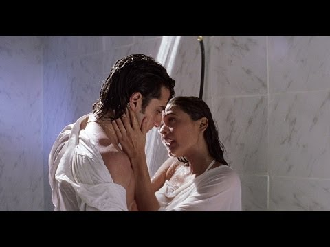 Saif & Namrata Shirodkar Under Shower | Kachche Dhaage Movie Scene