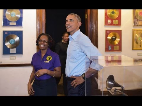 Obama Lands in Jamaica, takes in Bob Marley museum