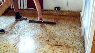 Ремонт пола из OSB плит - финишная лакировка(Перед финишной лакировкой пола шпателем нужно удалить с поверхности пола мусор и пыль, с помощью того же..., 2011-08-19T08:15:38.000Z)