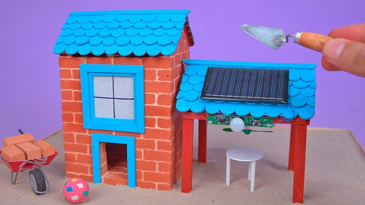 Amazing SOLAR POWERED HOUSE MODEL made with Mini Bricks