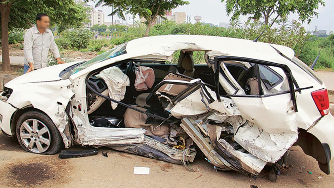latest car accident of volkswagen polo in india - road - crash