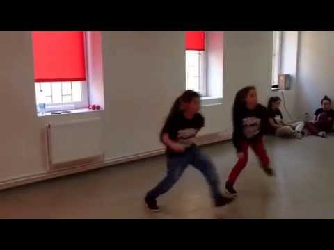 Дети таланты  Девочки танцуют хип хоп синхрон кач