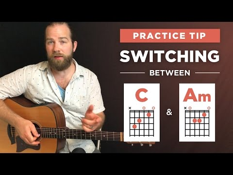 Switching between C and A-minor (Am) chords on guitar