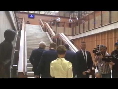 Robert Fico prichadza na rokovanie vlady s Robertom Kalinakom