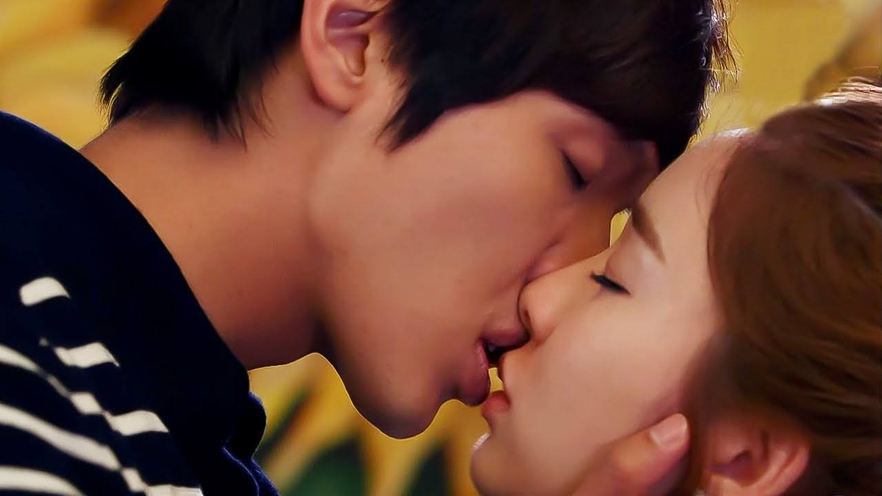 Download [D라마] (ENG/SPA/IND) Legendary Kiss Scene♨ Best Height Difference | #QueenandI 120523 EP11 #08