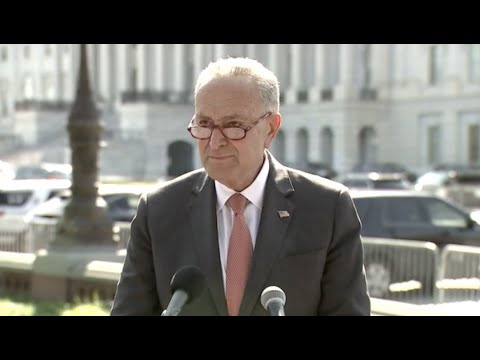 WATCH-Schumer-HECKLED-during-outdoor-press-conference
