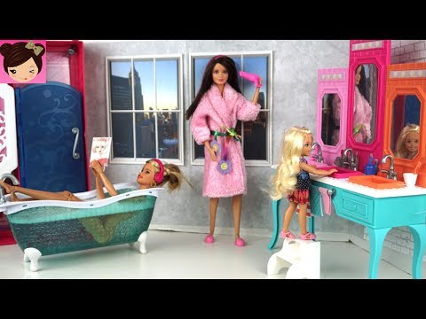 Barbie Bathroom Evening Routine - Playing with Doll House Bath, Bedroom, Kitchen