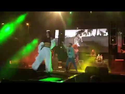 İnna sahnedeyken sahne çöktü  (İstanbul)