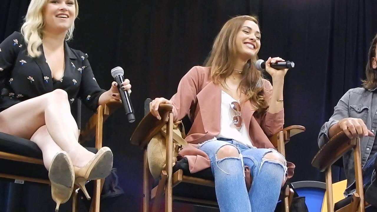 Download Eliza Taylor & Lindsey Morgan at Columbus Comic Con - July 30 2016 Vid2