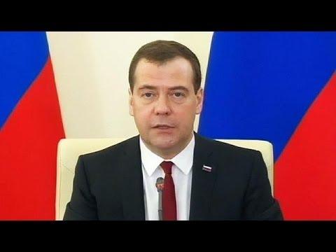 Russian PM Medvedev visits Crimea pledging economic boost