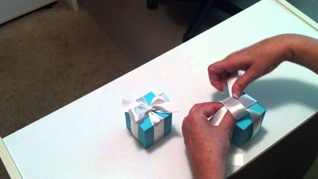 how to tie a perfect bow youtube. Black Bedroom Furniture Sets. Home Design Ideas