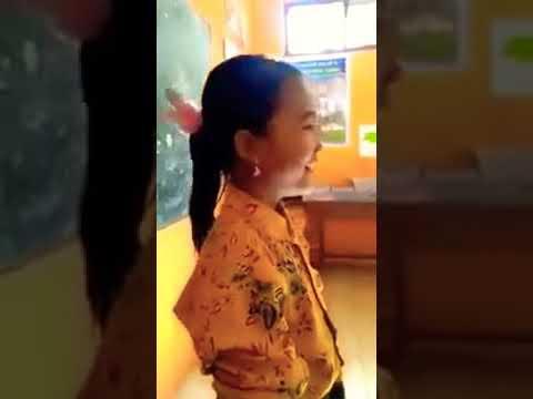 "Cover Lagu Terbaru Gerimis Melanda Hati ""Zainatul Hayat"" Anak SD Viral Nyanyi Bagaikan Layang Layang"
