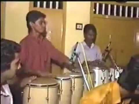 Little afsal singing ...mankuyile...