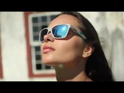 Óculos Mormaii Venice Beat - Campanha - Óculos de Sol 2012 - YouTube cc9d3b1422