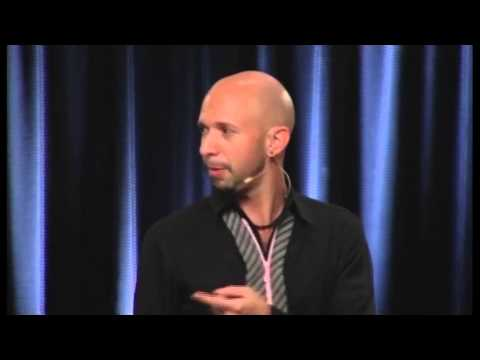 Neil Strauss - 3 Magic Questions To Make Her Attracted