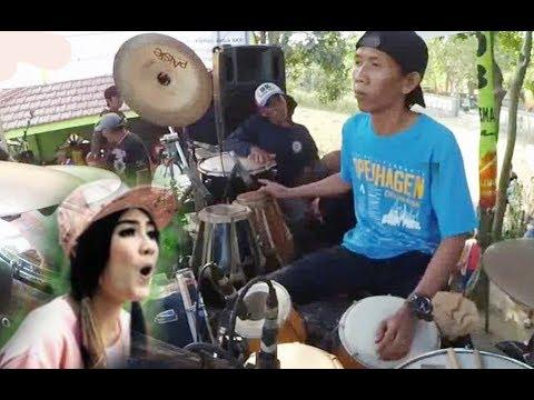 detik-detik-suami-nella-kharisma-(malik),-panggung-roboh-waktu-maen-kendang