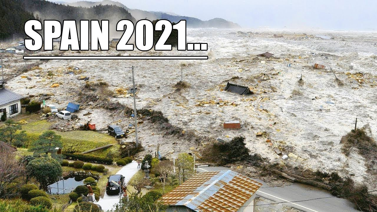 Mini tsunamis hit the resort regions of Spain! An amazing sight! Waves are higher than houses!