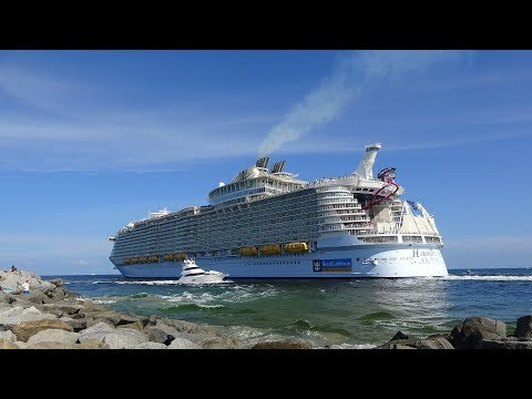 World's Largest Cruise Ship Pulls Away Water From Fort Lauderdale Beach | Harmony of the Seas