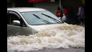 """Nhiều ôtô """"lội sông"""" về nhà trong cơn mưa lớn ở Sài Gòn - Tin tức mới"""