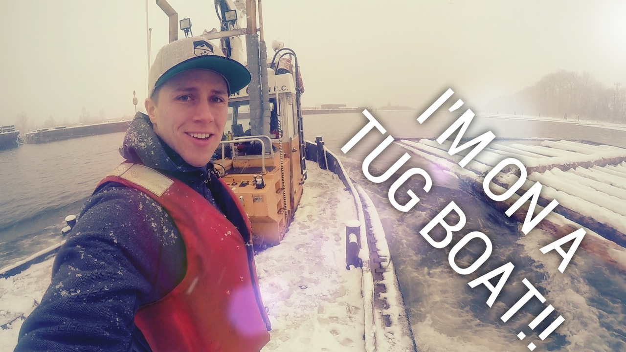 A DAY ON A TUGBOAT - Towboat captain and deckhand