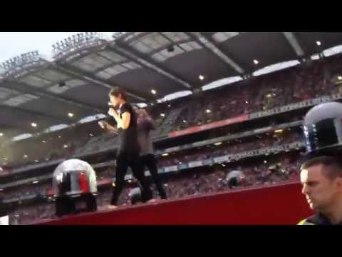 One Direction singing Friends Theme Song- Croke Park 25/5/14